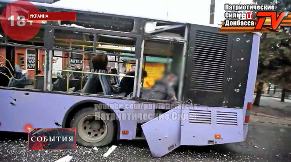 Последствия обстрела троллейбуса в Донбассе