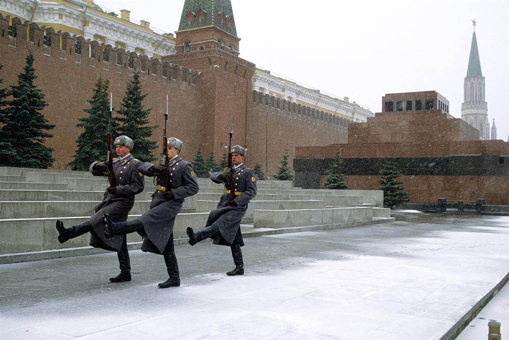 Почётный караул у Мавзолея Ленина