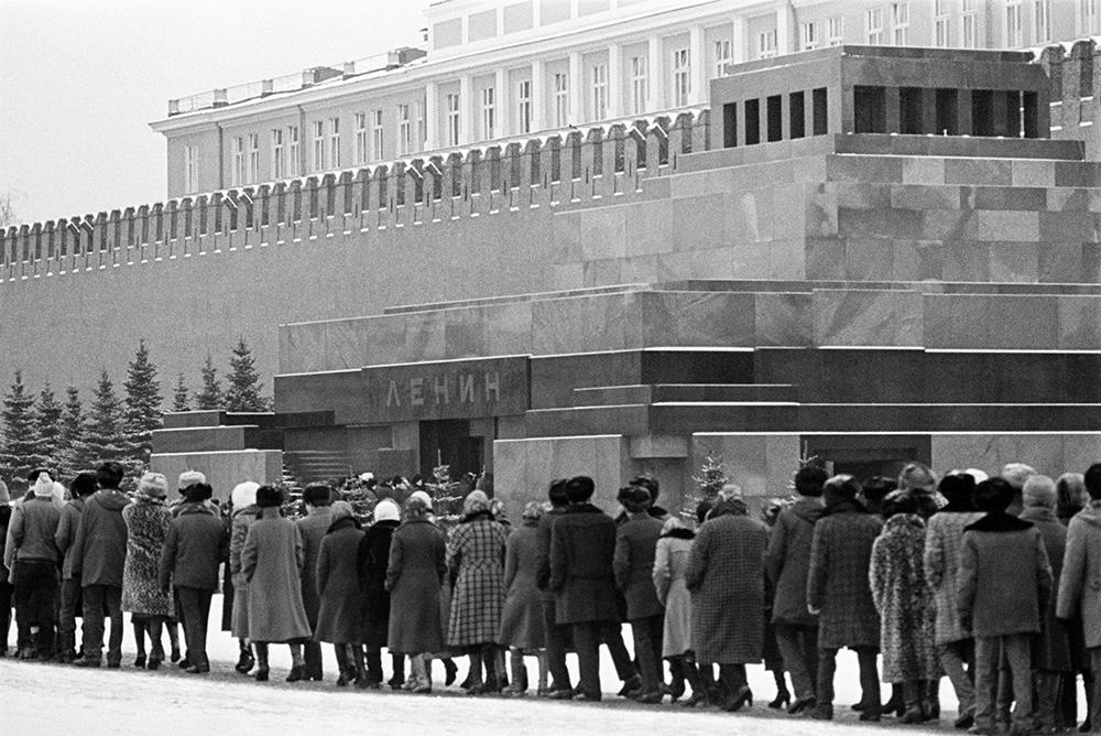 Очередь к Мавзолею на Красной площади