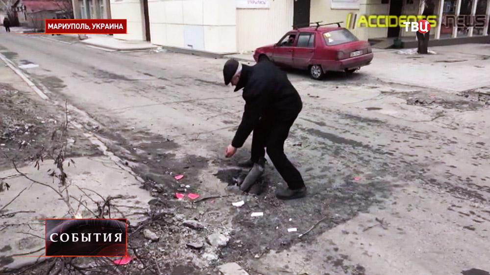 Последствия обстрела жилых кварталов Мариуполя