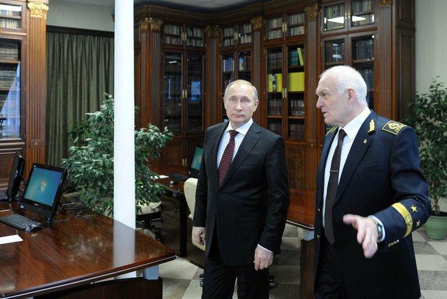 Президент России Владимир Путин и ректор Горного университета Санкт-Питербурга Владимиром Литвиненко
