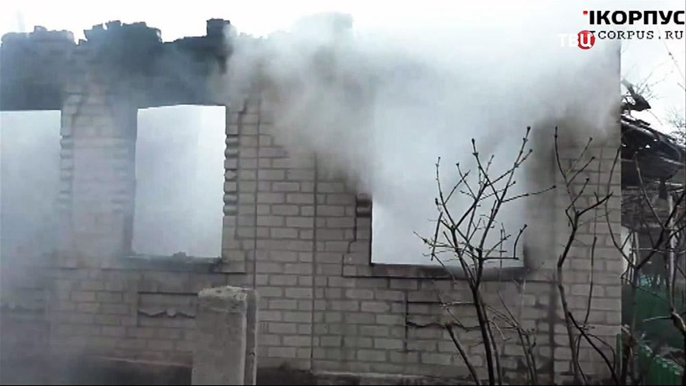Последствия обстрела жилых кварталов Донецкой области