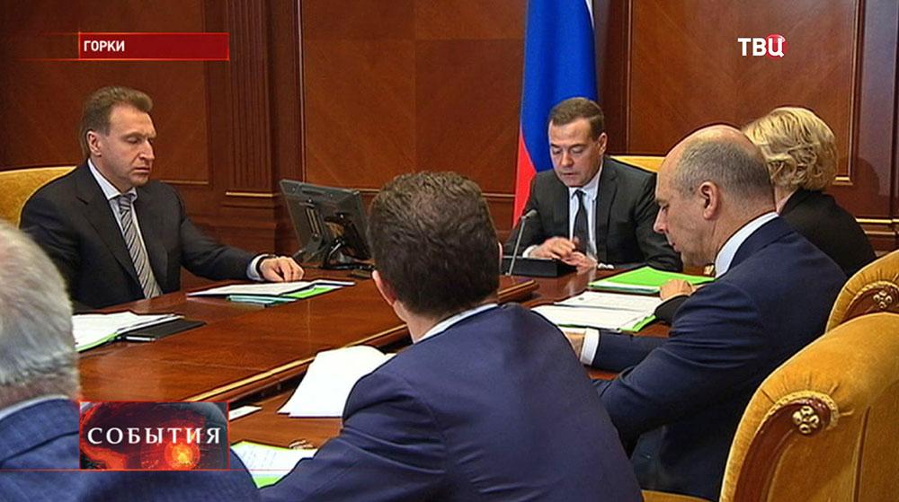 Дмитрий Медведев на заседании правительства РФ