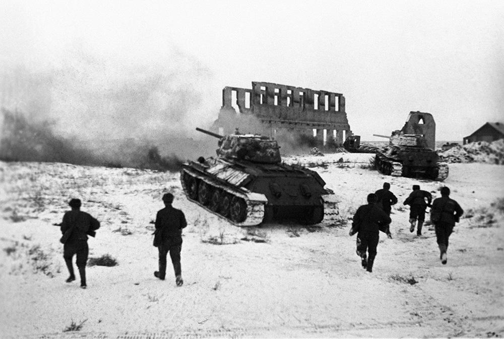 После непродолжительного затишья в начале октября, во время которого немцы готовились к новому удару по Сталинграду, утром 14-го числа 6-я немецкая армия начала решающее наступление на советские плацдармы у Волги. На фронте длиной 4 километра противник выставил пять дивизий. К 11 ноября после тяжелейших и кровопролитных боев немцам удалось прорваться к Волге на участке шириной 500 метров. 62-ая советская армия понесла огромные потери, некоторые дивизии насчитывала всего 300-500 бойцов