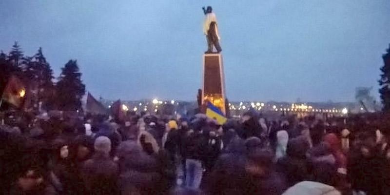 Митинг у памятника Ленину в Запорожье