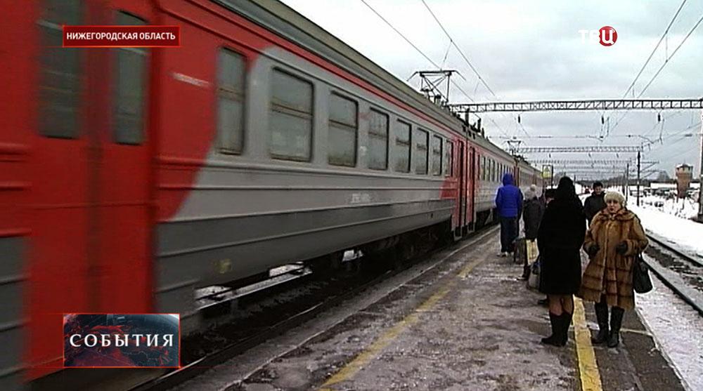 Платформа пригородный поездов