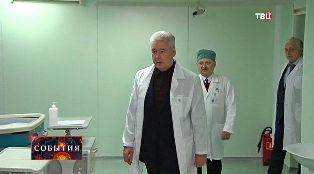 Сергей Собянин осматривает инфекционную реанимацию в больнице им. Сперанского