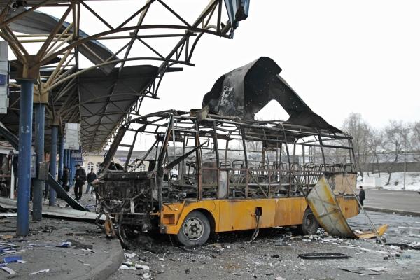 Последствия обстрела автостанции в Донецке