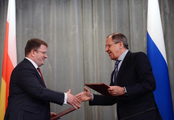 Министры иностранных дел России и Южной Осетии Сергей Лавров и Давид Санакоев