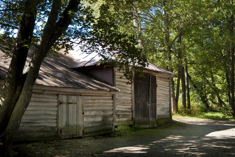 Деревянный дом в Ясной Поляне. Наши дни.