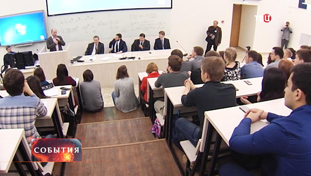 """Дискуссия о схемах организации """"цветных революций"""" при помощи молодежи"""