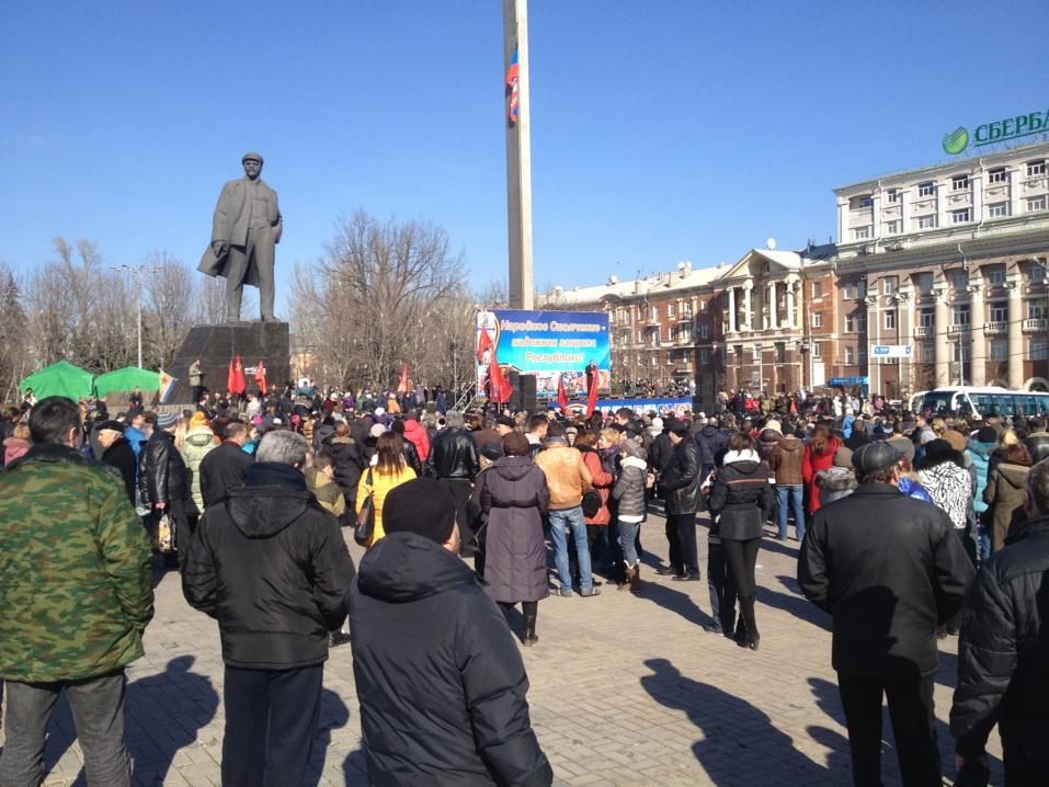 Праздничные гулянья в Донецке