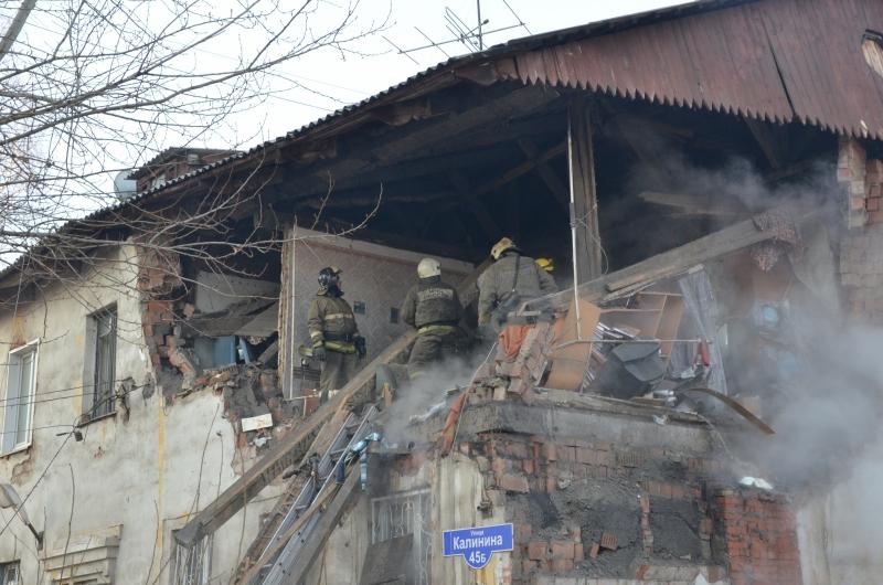 Разбор завалов на месте взрыва газа в Красноярском крае