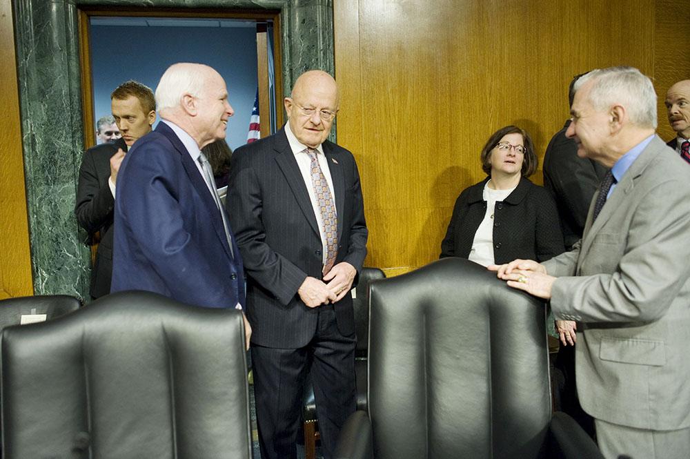 Джоном Маккейн, Джеймс Клэппер и Джек Рид Рейтинг на слушаниях в конгрессе США
