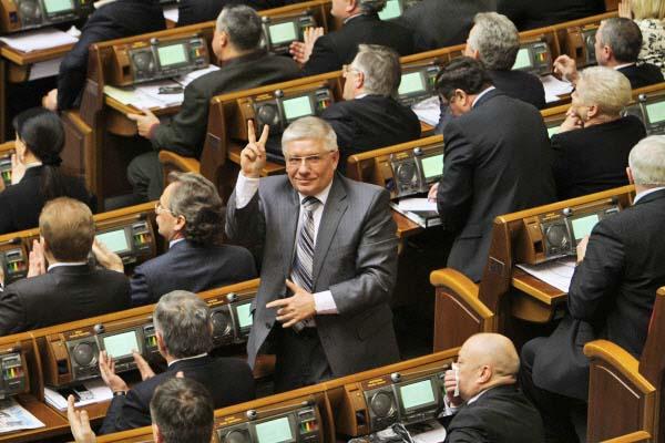 Депутат от Партии регионов Михаил Чечетов на заседании Верховной рады Украины