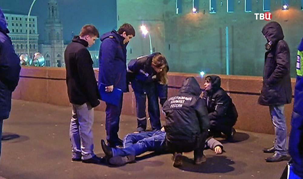 Следственные действия на месте убийства политика Бориса Немцова