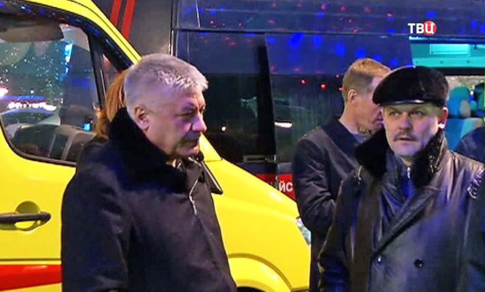 Владимир Колокольцев и Анатолий Якунин на месте убийства политика Бориса Немцова