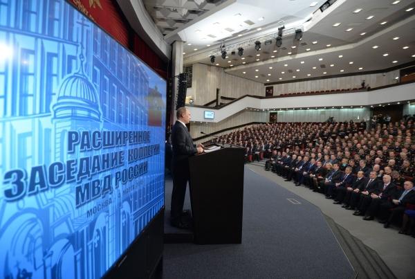 Президент России Владимир Путин выступает на расширенном заседании коллегии МВД России