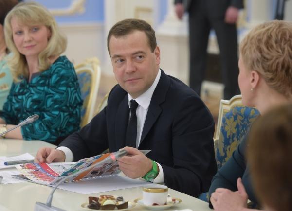 Председатель правительства РФ Дмитрий Медведев проводит встречу с педагогами дошкольных организаций