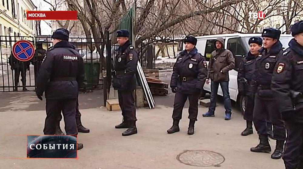 Сотрудники полиции