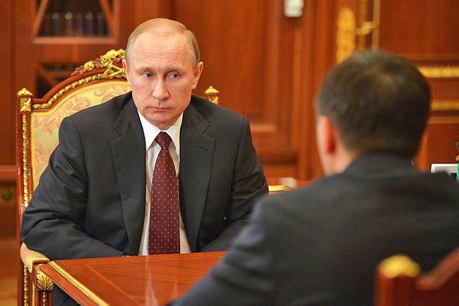 Президент России Владимир Путин и губернатор Ямало-Ненецкого автономного округа Дмитрий Кобылкин