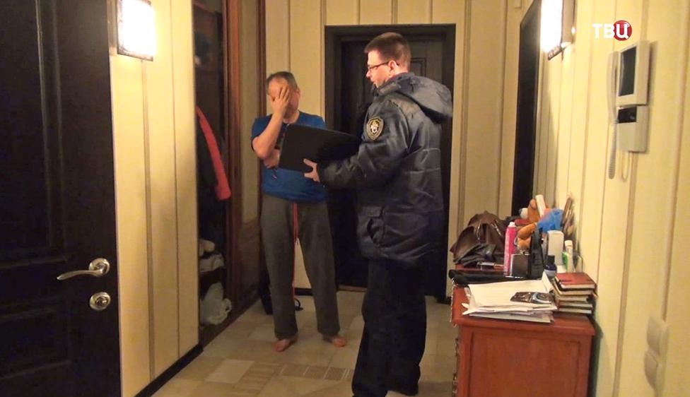 Полиция проводит обыск