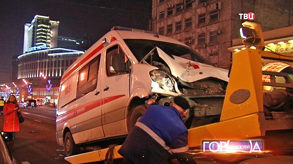 Машина скорой помощи после ДТП