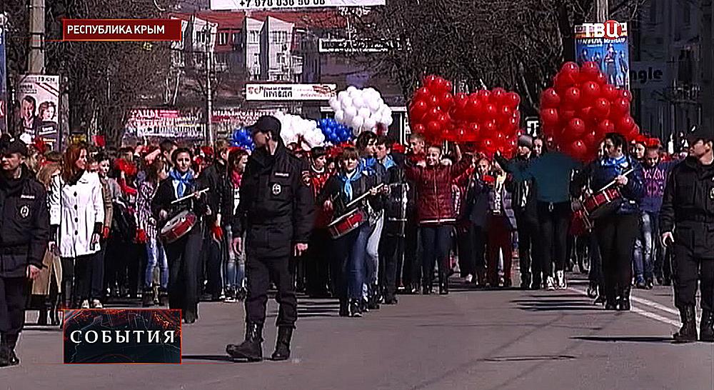 Крымчане отмечают годовщину воссоединения с Крымом