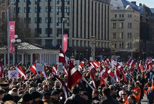Участники шествия, посвященного памяти латышских легионеров войск СС, в городе Риге