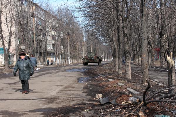 Жители Дебальцево на одной из улиц города