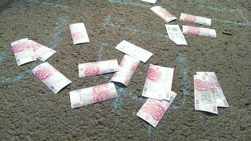 Разбросанные бумажки, изображающие евро. Франкфурт-на-Майне
