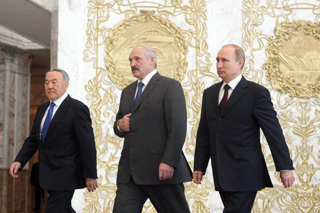 Президенты России, Белоруссии и Казахстана Владимир Путин, Александр Лукашенко и Нурсултан Назарбаев