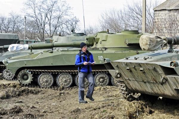 Представитель ОБСЕ проводит проверку нахождения военной техники на месте дислокации в ДНР
