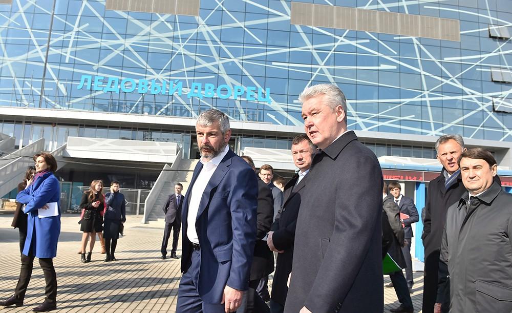 Сергей Собянин осмотрел ход строительства ледового дворца «Парк легенд»