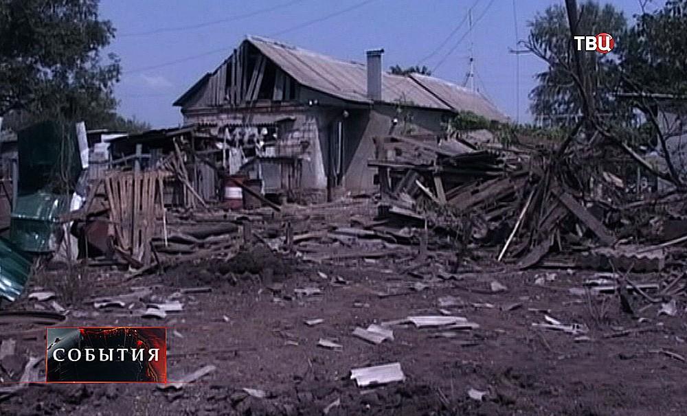 """Фрагменты снаряда """"Смерча"""" в Ростовской области"""