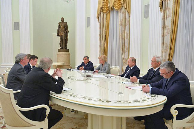 Президент Владимир Путин провёл встречу с президентом организации WorldSkills International Саймоном Бартли