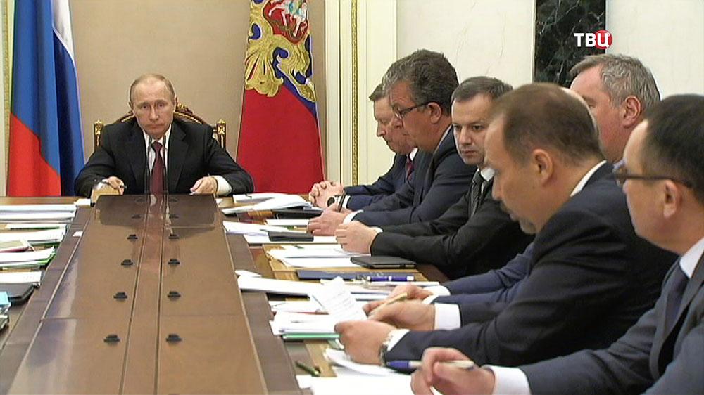 Владимир Путин провёл совещание с членами Правительства РФ