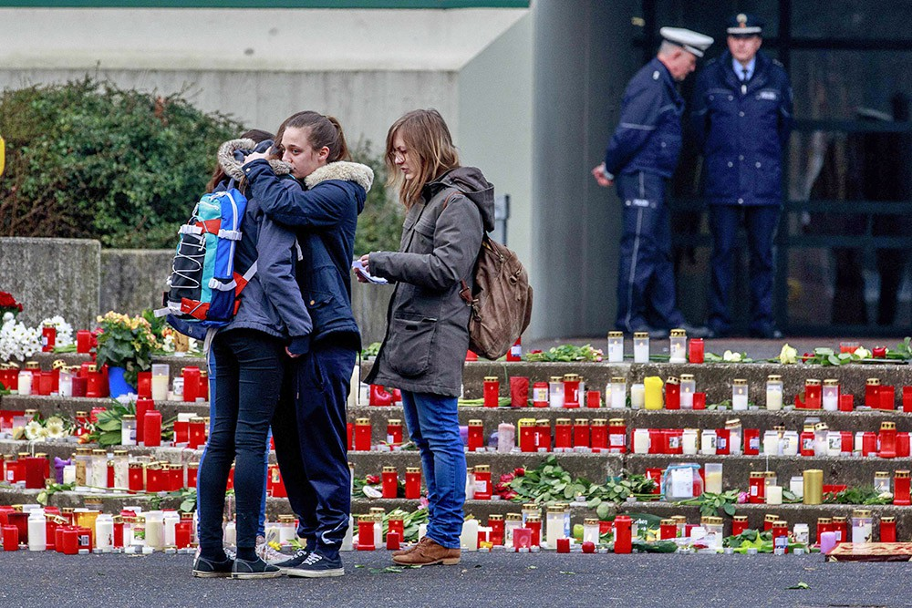 Траур по погибшим пассажирам разбившегося самолёта Airbus A320 авиакомпании Germanwings
