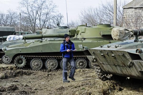 Представитель ОБСЕ проводит проверку тяжелой артиллерии
