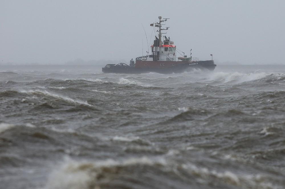 """Последствия урагана """"Никлас"""" в Европе"""