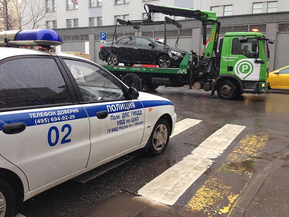 Принудительная эвакуация автомобиля на Большой Татарской