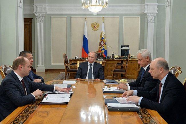 Владимир Путине проводит совещание