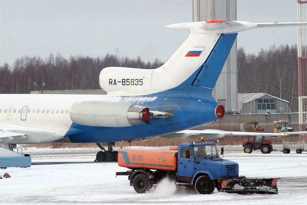 Устранение снегопада в аэропорту