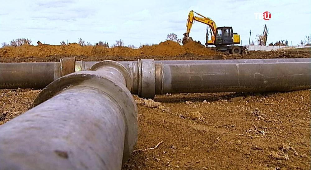 Прокладка трубопровода к Северо-Крымскому каналу