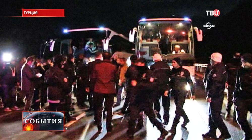 """Вооружённое нападение на автобус, в котором ехали игроки футбольного клуба """"Фенербахче"""""""