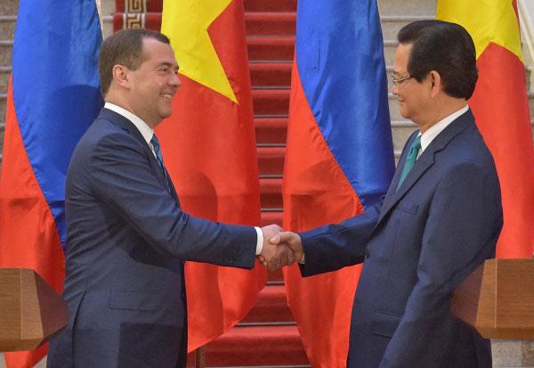 Председатель правительства РФ Дмитрий Медведев и премьер-министр Вьетнама Нгуен Тан Зунг