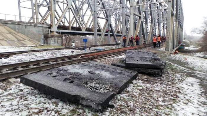 Результат подрыва железной дороги под Харьковом