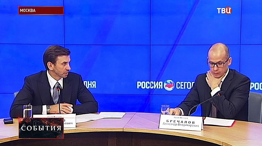 Секретарь Общественной палаты РФ Александр Бречалов и его помощник