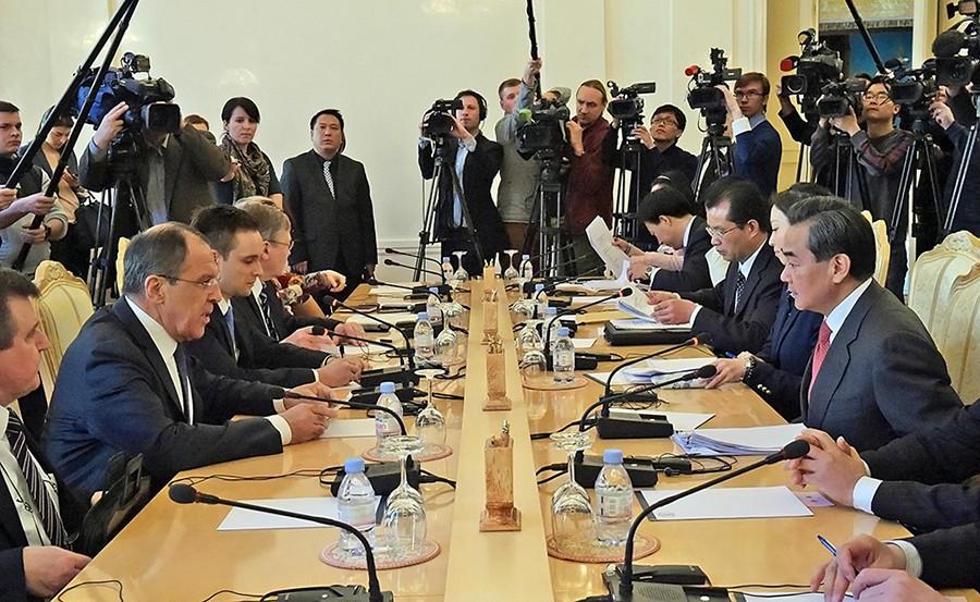 Глава МИД России Сергей Лавров провел переговоры с Министром иностранных дел Китая Ван И
