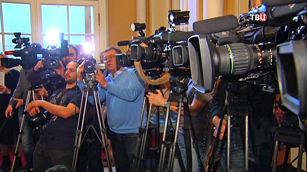 Представители СМИ